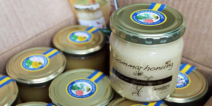 Utnyttja honungsburkens lock som blickfång och säljyta